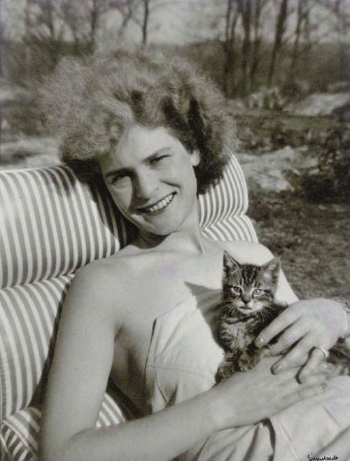 Margaret Bourke-White, 1942 -by Alfred Eisenstaedt via Christie's
