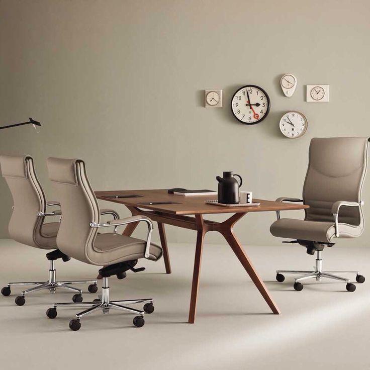 Pulchra #executive #officechair by #emmegi / DR #office #desk by #frezza