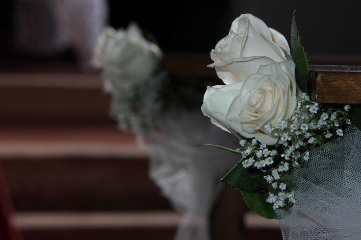 matrimonio: decorazione per panche rose e gipsophyla