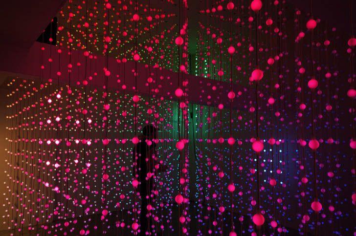 Submergence: un espacio flotante de luces / Squidsoup
