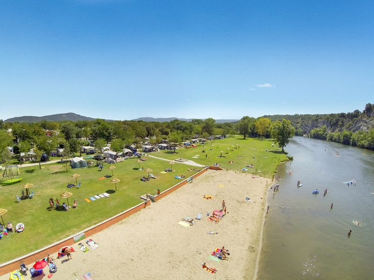 Camping La Plage Fleurie #Camping #LaPlageFleurie #VallonPontDArc #PontDArc #Ardèche #Rivière #Plage #Drone #Vacances
