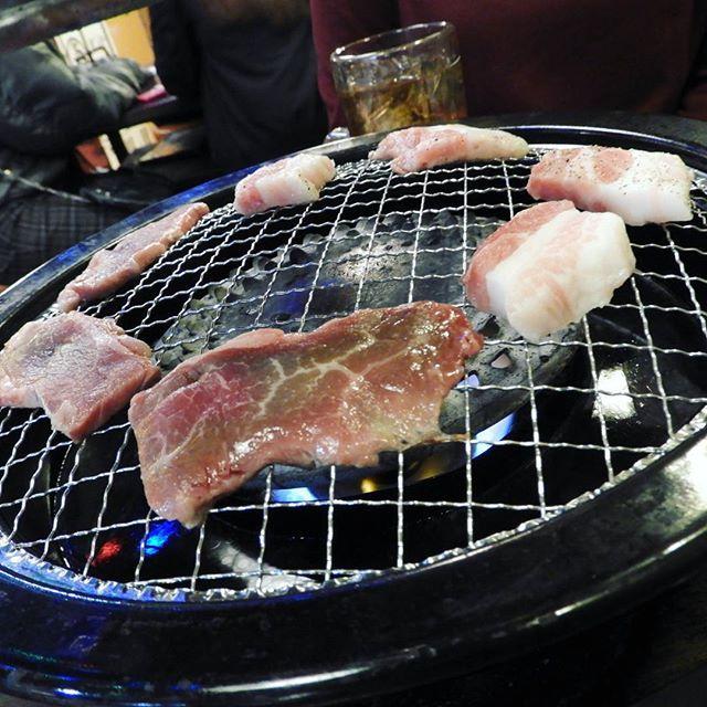 #先輩 と #焼肉 🙌 #ハロウィン に #新大久保 で #韓国料理 #食べてきた 😎 #美味しかった  #お肉 #好き #食べる #大好き #食べるの好きな人と繋がりたい  #肉 本当に #愛してる #サムギョプサル と #カシラ と #鶏 と #なんかの肉← #飯テロ とか #言ってみる #お腹すいた