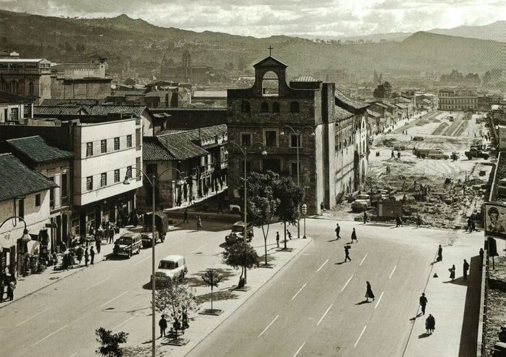 Iglesia Santa Inés 1957. Ampliación de la Carrera Décima de Bogotá