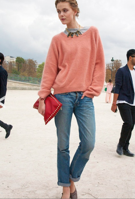Must-Try Bag: THE OVERSIZED PORTFOLIO CLUTCH. mix colors with abandon!Street Fashion, Street Peepers, Casual Outfit, Statement Necklaces, Street Style, Paris Street Styles, Boyfriends Jeans, Paris Streets, Coral Sweaters