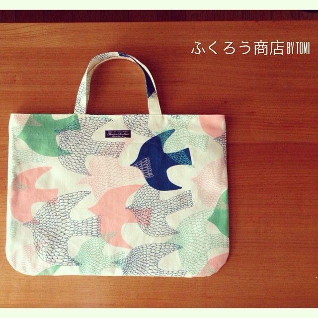 絵本バッグ。  大人も使いたくなる…  とみちゃん作。  #ふくろう商店 #鳥#とり#bag#バッグ#絵本バッグ#地下歩行空間