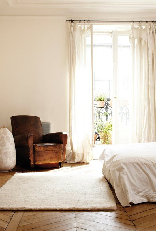 The cream rug & curtains, white walls, wooden floor