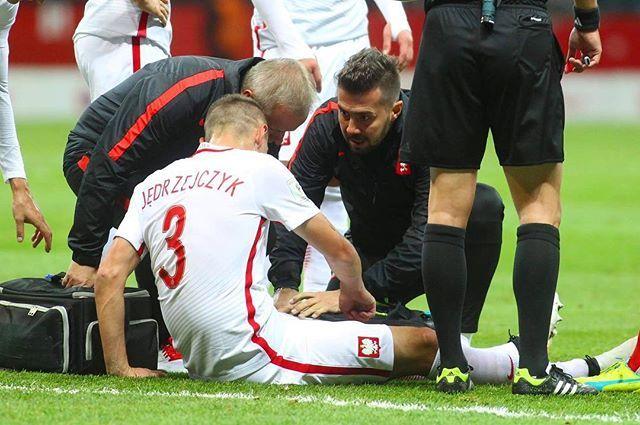 """Na szczęście uraz """"Jędzy"""" okazał się nie tak groźny jak przypuszczano. Silne stłuczenie mięśnia czworogłowego (głowa pośrednia) #physiosport #injury #jedza #jedrzejczyk #laczynaspilka #poland #polska #football  fot. @darekhe"""