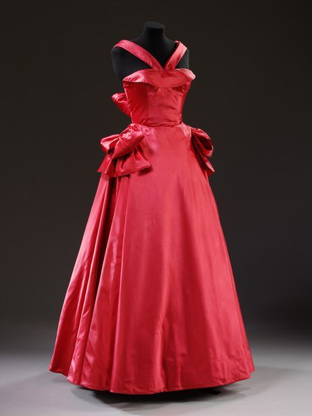 Evening dress by Edwin Hardy Amies, about 1950 | Victoria and Albert Museum #fashion #vintage