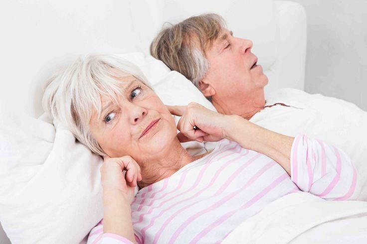 Los síntomas de la apnea del sueño suelen ser ronquidos, somnolencia, fatiga, reflujo y disfunción eréctil