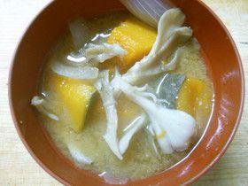 朝食♪ かぼちゃ 舞茸 玉ねぎの 味噌汁