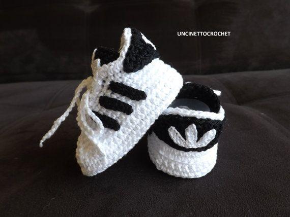 INSTANT DOWNLOAD ***  Dit is een patroon voor een gehaakte Baby Adidas. Prijs is voor het patroon alleen en niet voor het afgewerkte item.  Dit