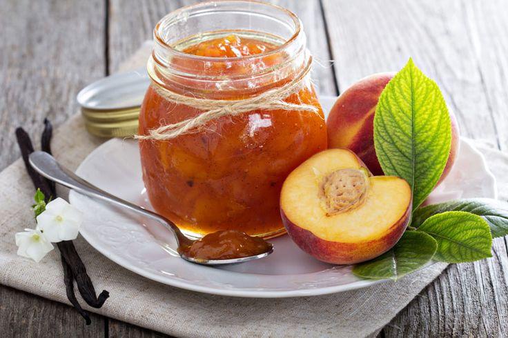 Mandeln mit weisser, aromatisierter Schokolade umhüllt mit Puderzucker. Geschmack: Pfirsich, Mandel. Farbe: Orange