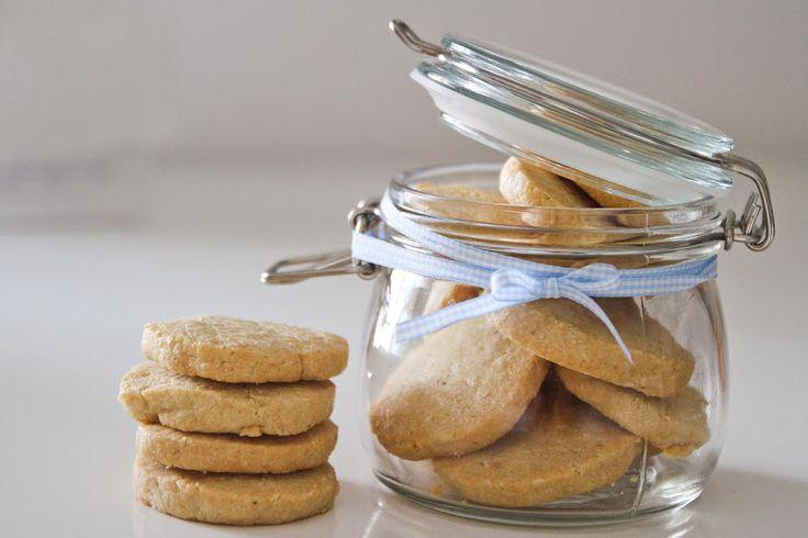 Biscotti con pinoli e gorgonzola