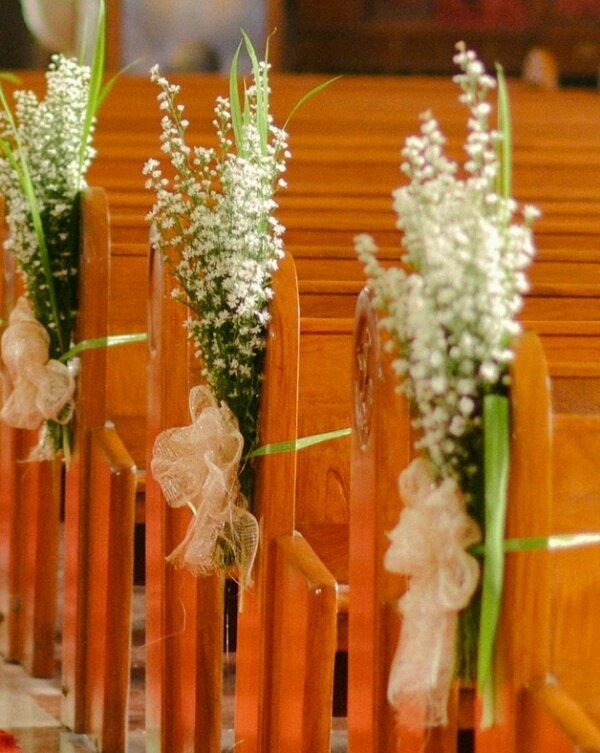 Wedding Aisle decor ideas - Not a pew but easy to wrap around chairs!  Keywords: #pewbows #aisledecor  #jevelweddingplanning Follow Us: www.jevelweddingplanning.com  www.facebook.com/jevelweddingplanning/
