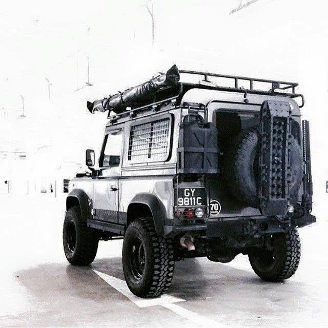 Land Rover Defender 90 Td4 Prepared to take life...Lobezno