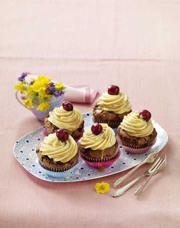 Unser beliebtes Rezept für Kirsch-Karamell-Cupcakes und mehr als 55.000 weitere kostenlose Rezepte auf LECKER.de.