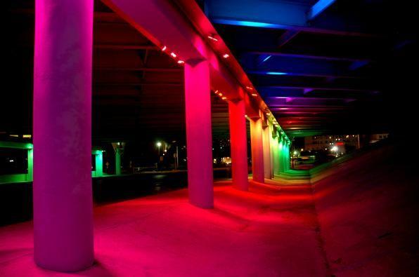 Passagem subterrânea no Alabama http://estadodeminas.lugarcerto.com.br/app/noticia/noticias/2013/08/21/interna_noticias,47489/ideia-de-artista-americano-pode-ser-exemplo-para-passagens-ocultas-no-brasil.shtml