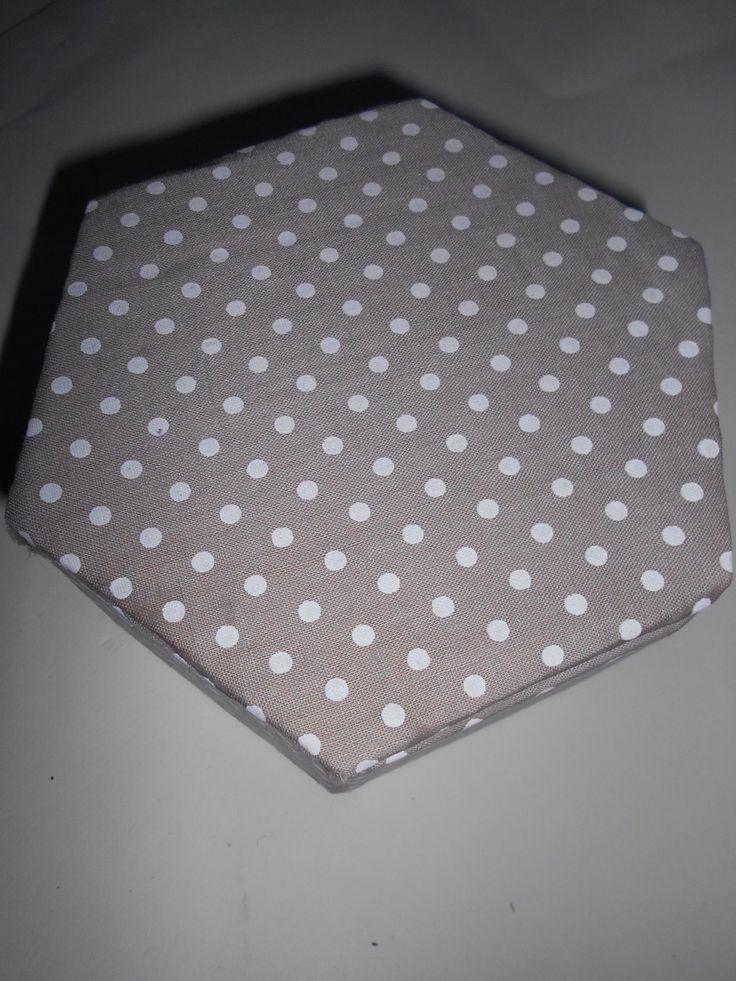 Boîte de rangement hexagonale décorée de tissus : Boîtes, coffrets par toutankharton36
