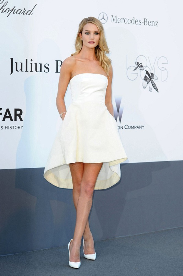 Rosie Huntington Whiteley Robe De Soiree Blanche De Christian Dior Au Cannes Waouh Sublime Et