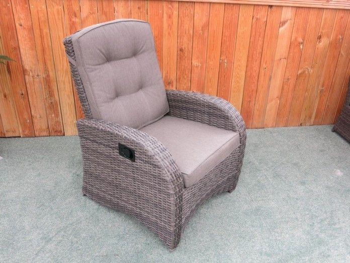 UV stabilised rattan – won't fade, rot or go brittle Strong reclining mechanism Available in silver grey, latte, and cappuccino rattan. Single chair Strong aluminium frame – will not rust, easy to move Cushions included Majestique – quality rattan furniture FREE UK home delivery Buy online today   https://www.gardenfurnitureuk.co.uk/all-weather-garden-furniture/single-reclining-rattan-chair/
