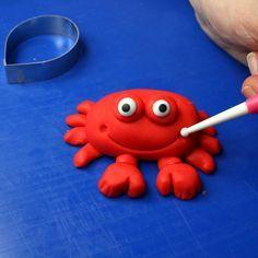 Under The Sea Cake Tutorial | Fondant Crab & Octopus http://ibaketoday.blogspot.com