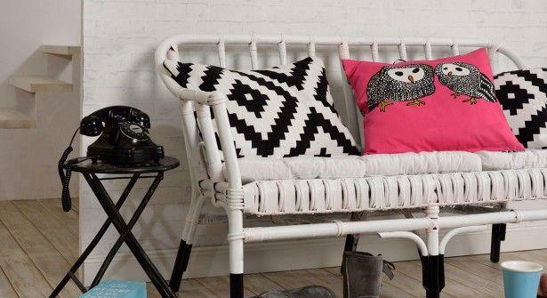 Un canapé en rotin revisité (Repeint avec peinture en aérosol (Excellence décor, Julien, col. Noir et Blanc)