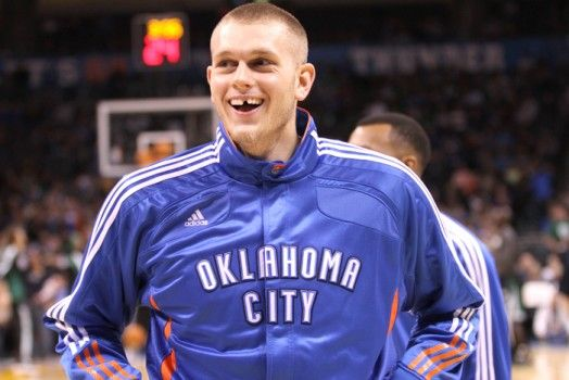 Los Knicks firman a Cole Aldrich - http://mercafichajes.es/26/09/2013/los-knicks-firman-cole-aldrich/