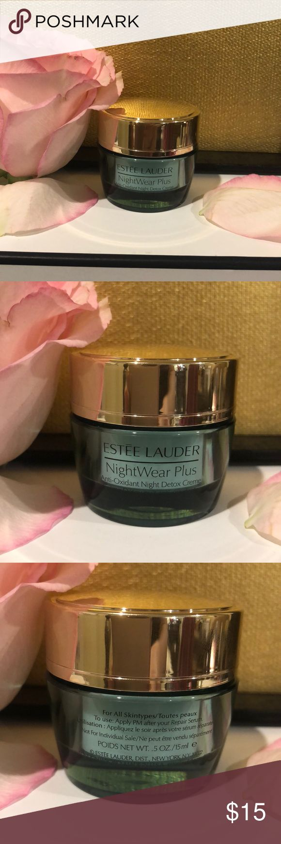 Estée Lauder NightWear Plus .5oz 15ml) This refreshingly lush yet lightweight night crème helps your skin detox from the visible effects that accumulate during the day, purifying & refinishing skin's surface & visibly reducing pores. Defends against signs of premature aging diminishes their appearance with the brand's Super Antioxidant Complex, which delivers deep, long-lasting moisture. Nighttime skin-soothers help minimize irritation that can peak at night. NEW & UNUSED. Thank you for…