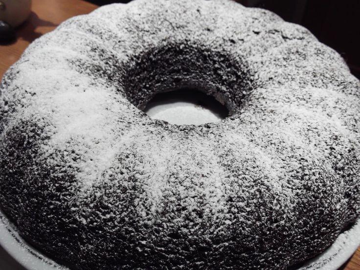 Υλικά:    6 κ.σ κακάο  2 φλ. τσαγιού ζάχαρη  2 φλ. τσαγιού νερό  3 φλ. τσαγιού αλεύρι που φουσκώνει μόνο του  10 κ.σ καλ...