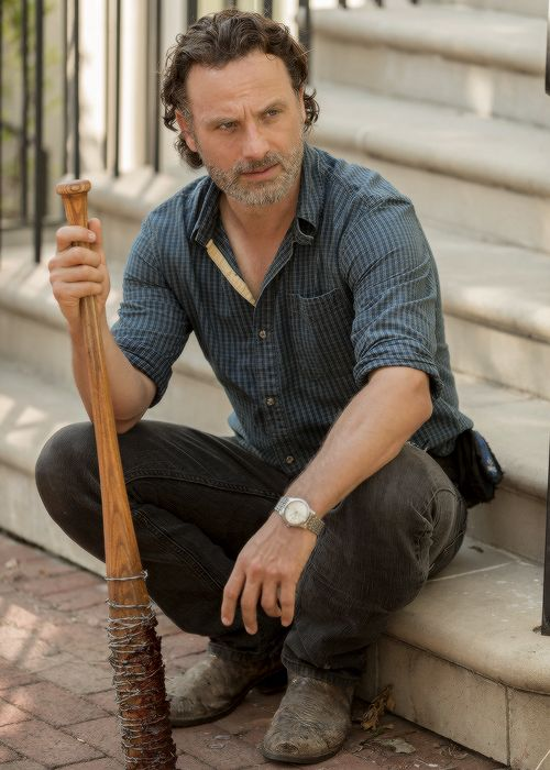 """The Walking Dead - Rick Grimes (Andrew Lincoln) holding Negan's """"Lucille"""" and remembering how it was used to kill his friends, so he knows he needs to get everyone in Alexandria to comply with Negan in S7E04 'Service'"""