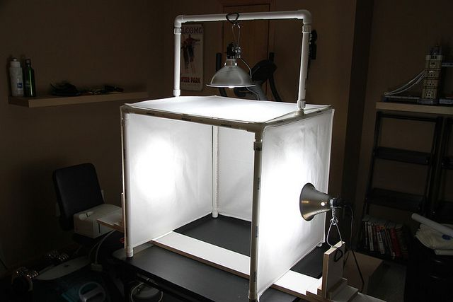 diy lightbox for photography - with stands for the lights to clamp onto. could use heavy or weighted down bookends?