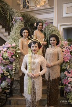 Bride with bridesmaid wearing kebaya, Javanese traditional dress | A Grand Javanese Wedding With A Butterfly Garden Theme |  http://www.bridestory.com/blog/a-grand-javanese-wedding-with-a-butterfly-garden-theme