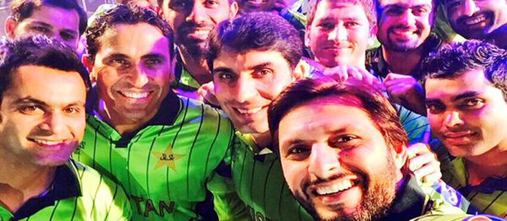 Pepsi gives farewell to Pakistan Cricket Team for World Cup 2015 in style