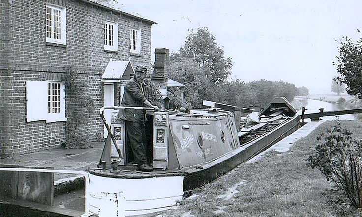 Me on TADWORTH at Little Bourton Lock, near Banbury.