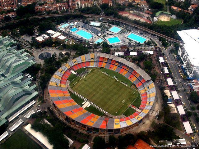 Es el estadio en Medellin Columbia. Tiene es hace calor.