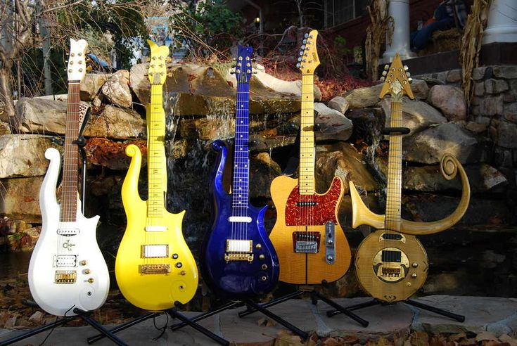 Prince with guitar | THE UNIQUE GUITAR BLOG: Prince's Guitars