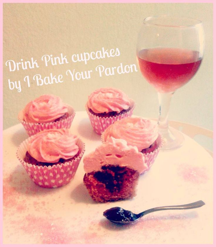 Cupcakes with pink wine and strawberries. www.ibakeyourpardon.com