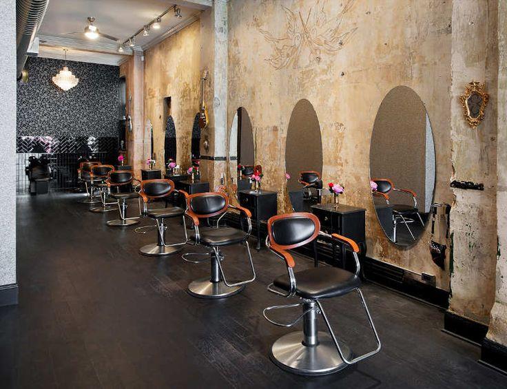 un salon de coiffure au style glam 39 rock artworks style
