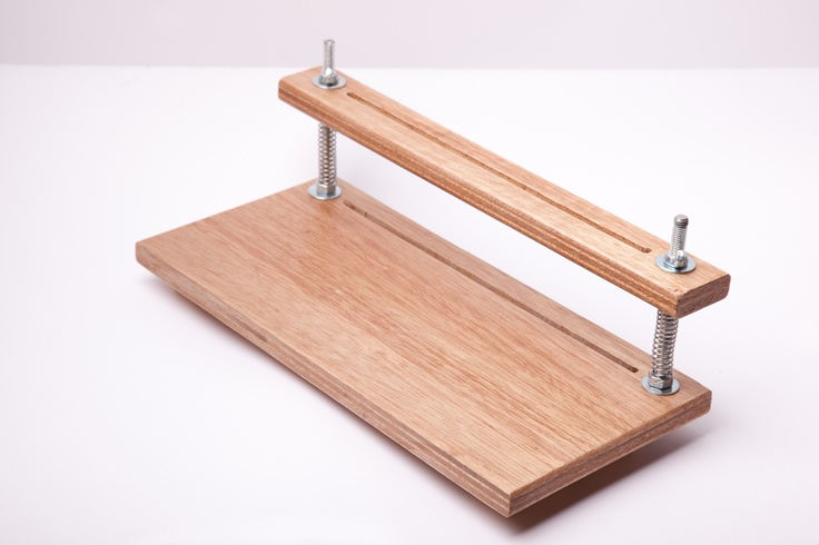 Sewing frame   (Siuyuett's Handmade Notebooks: Book Binding Tools Made to Order!)