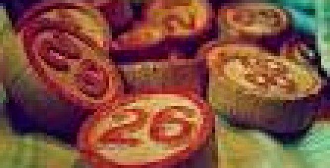 Grande Tombolata alla Foggiana. Il più classico dei giochi di gruppo che caratterizza le festività natalizie. Ad allietare lo svolgimento del gioco interverranno i simpatici e coinvolgenti attori e comici locali Michele dell'Anno, Giustina Ruggiero e Michele Norillo, che tra il serio ed il faceto e gag promettono divertimento a più non posso. Location: Piazza Battisti.