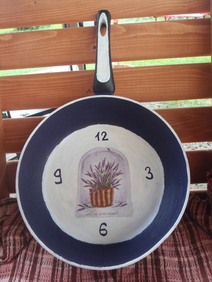 Old frying pan and decoupage a ´la a clock