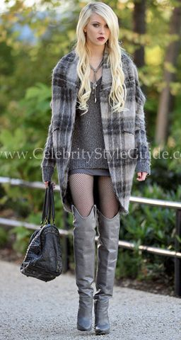 Seen on Celebrity Style Guide: Taylor Momsen was spotted filming 'Gossip Girl' in New York on October 18, 2010