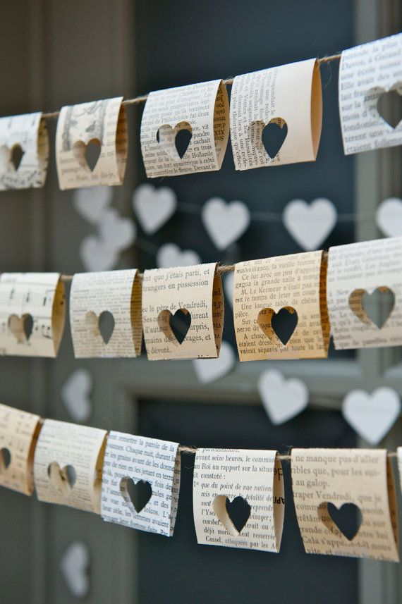 Paper Garland book themed wedding Je t'aime I love by LaMiaCasa