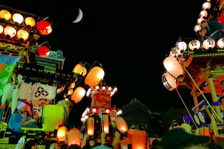 川越祭り「ひっかわせ」 平成8年(1996年)までは、 川越氷川神社の例大祭とその後の神幸祭に合わせて、 10月14日・15日に実施されていましたが、 平成9年(1997年)より、現在の開催日(土日)に。