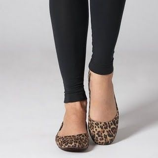 A friend (*waves at Elmari*) emailed me a few days ago asking for advice on how to wear animal print ballet pumps.....