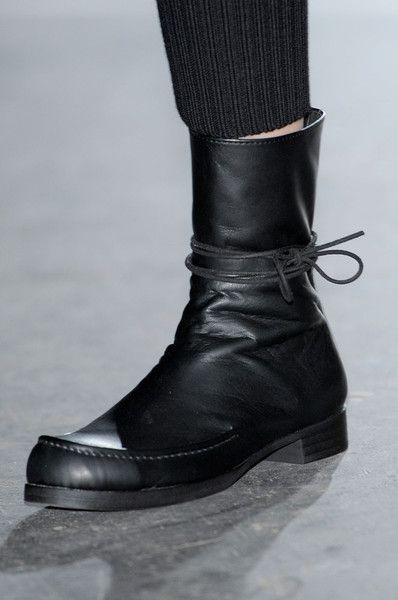 Yohji Yamamoto at Paris Fashion Week Fall 2012 - Details Runway Photos