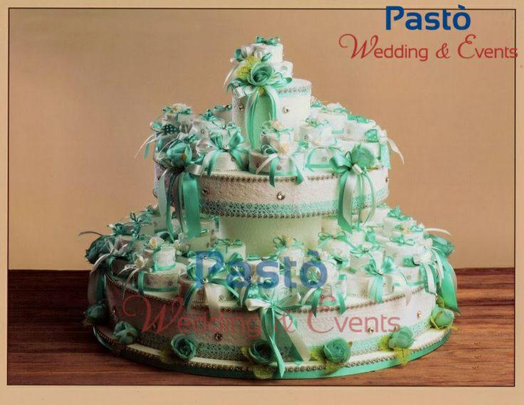 Una finta torta con portaconfetti Tiffany www.weddingandevents.it