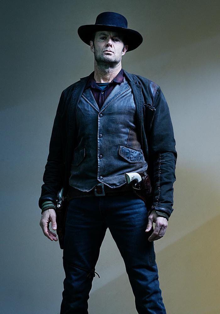 Dwight Headlines New Fear the Walking Dead Season 5