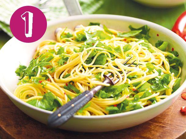 1. Rucola-Lemon-Spaghetti mit Chili-ÖlFür schnelle Pasta bin ich immer zu haben, vor allem, wenn sie auch noch gesund ist. Der frische R