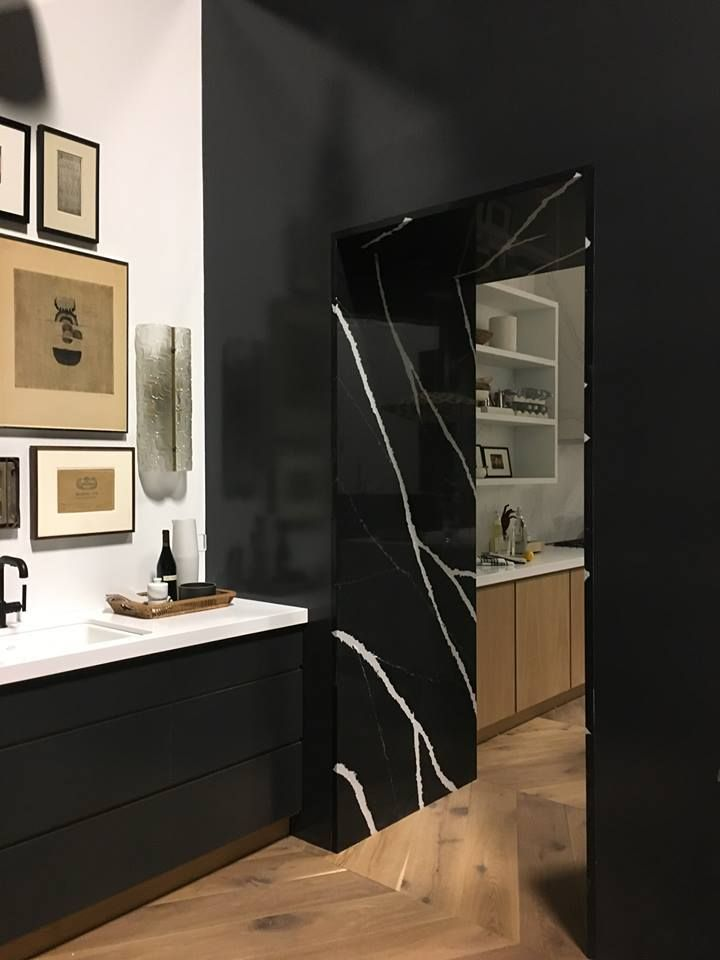Silestone Eternal Marquina magnetism and personality is ideal to highlight spaces. Canadian Trendspotter Theresa Casey, of Casey Design Planning Group Inc, proves it in this surprising #TopsOnTop #design.